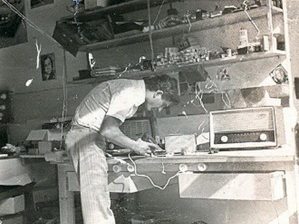 1968: Το πρώτο εργαστήριο.