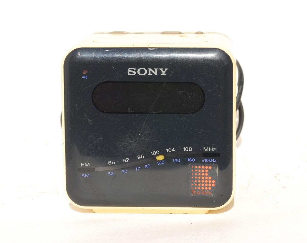 Sony ICF C101W