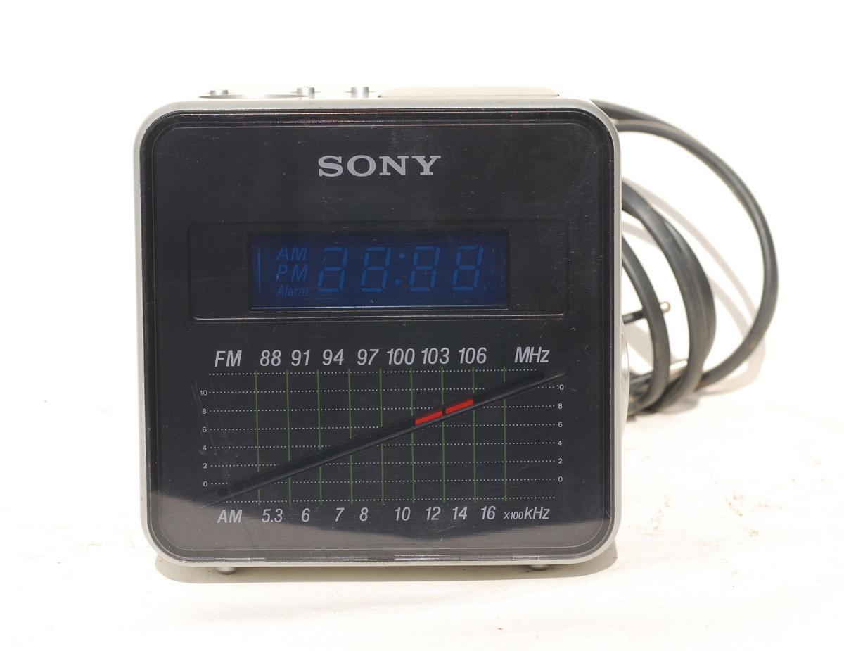 Sony ICF C10W